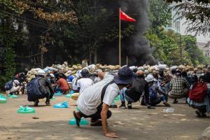 กลุ่มชาติพันธุ์ติดอาวุธขู่ตอบโต้ถ้าพม่าไม่เลิกฆ่าโหด US ระงับข้อตกลงการค้าทั้งหมด ขณะ UN ร้องนานาชาติกดดัน