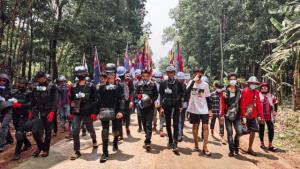 ชาวพญาตองซูแสดงสัญลักษณ์ต้านรัฐหารทุกวัน แต่ทหาร-ตร.พม่าไม่สลาย เหตุ KNU-DKBA คอยปกป้อง