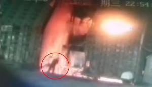 ภาพช็อก! คนงานโรงเหล็กจีนฆ่าตัวตายโดดลงเตาหลอม เล่นหุ้นขาดทุน 3 แสน (ชมวิดีโอ)