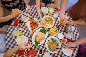 """สั่งความอร่อยผ่าน """"แกร็บฟู้ด"""" จาก 10 ร้านดังสิงคโปร์ พร้อมโปรจัดหนัก 3 ต่อสุดคุ้ม"""