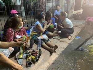 """""""มาดามแป้ง"""" ลงพื้นที่เหตุอาคารถล่ม โดยมูลนิธิมาดามแป้งพร้อมช่วยครอบครัวอาสาผู้เสียสละ"""