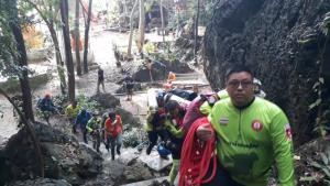 พระธุดงค์ติดถ้ำ! หลังฝนถล่มน้ำทะลักท่วมทางเข้าออก-โถงถ้ำพระไทรงาม