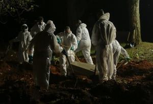 สุดเศร้า! บราซิลเสียชีวิตรายวันจากโควิดทะลุ 4 พันคน แพทย์ต้องเลือกใครอยู่ใครตาย