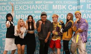 """""""โดม จารุวัฒน์"""" ดัน PiXXiE โชว์ idol Exchange @ MBK Center """"คิมม่อน BKC"""" เจอเซอร์ไพรส์วันเกิด"""