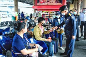 ป.ป.ส.ร่วมภาคี ลุยหมอชิต รณรงค์วันสงกรานต์ผู้ขับขี่สาธารณะงดใช้ยาเสพติด เดินทางปลอดภัย