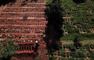 ราวใบไม้ร่วง! บราซิลทุบสถิติโควิดคร่าชีวิตวันเดียว 4,200 ราย แต่ ปธน.บอกมีที่ไหนบ้างไม่ตาย