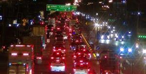 แน่นตลอดคืน! เส้นทางผ่านเมืองแปดริ้วสู่ภาคอีสาน หลังประชาชนแห่กลับบ้านเชื่อวันนี้แน่นอีก