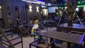 อุบลฯ ปิดผับบาร์และร้านลาบต้มฯ ผู้ป่วยเข้าใช้บริการ 14 วัน ทั้งจังหวัดติดโควิดรอบสามแล้ว 13 คน
