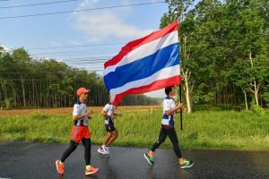 ชาวสงขลา-พัทลุง วิ่งฝ่าสายฝน รวมพลังวิ่งธงชาติไทย ส่งใจให้ทัพนักกีฬาไทยสู้ศึกโอลิมปิก