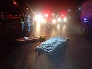 เกิดเหตุสลด! สาวท้องแก่ 8 เดือนกลับจากตลาดนัดเดินข้ามถนนถูกกระบะซิ่งชนดับ