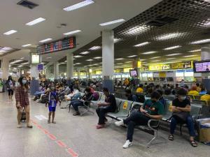 สงกรานต์หงอย! ประชาชนงดเดินทาง 20-30% รถไฟฟ้า ผู้โดยสารหายเกือบ 50%