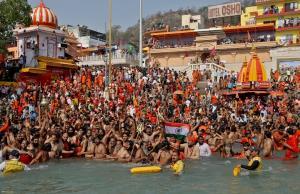 งานเข้าตามคาด! พบติดเชื้อโควิดแล้วหลายร้อย ในฝูงชนเป็นล้านร่วมพิธีอาบน้ำศักดิ์สิทธิ์อินเดีย