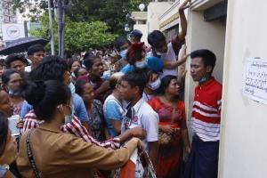ฉลองปีใหม่! 'รบ.ทหารพม่า' ปล่อยตัวนักโทษกว่า 23,000 คน ญาติแห่รอรับแน่น 'คุกอินเส่ง'