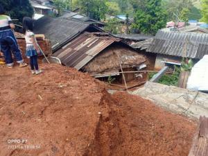 ฝนถล่มค่อนคืนดินภูเขาพังทลายทับบ้านชาวตับเต่า เดชะบุญไม่มีคนเจ็บ