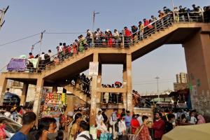 อินเดียเริ่มล็อกดาวน์เมืองหลวงรอบใหม่  หลังยอดผู้ติดเชื้อรายวันพุ่งทำสถิติโลก