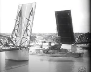 เปิดสะพานพุทธฯให้ขบวนเรือรบผ่านตัดสายสิญจน์