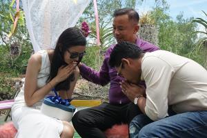 สาวเมืองคอนพายคายัคหอบแหวนเพชรสู่ขอแฟนหนุ่มเจ้าของคอกหอยแครงสุราษฎร์ฯ