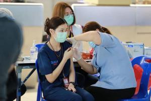 สุวรรณภูมิปรับพื้นที่เคาน์เตอร์เช็กอิน เร่งฉีดวัคซีนป้องกันโควิดให้ผู้ปฏิบัติงาน