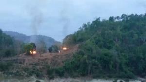 ชายแดนแม่ฮ่องสอนเครียด! KNU-KNLA ถล่มฐานทหารพม่าต่อเนื่อง เมียนมาส่งเครื่องบินทิ้งบอมบ์โต้