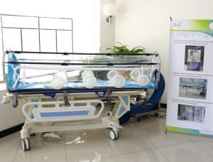 """ซินโครตรอนโชว์นวัตกรรมสู้มือโควิด-19 ต้อนรับ """"เอนก"""" ตรวจเยี่ยมโรงพยาบาลสนาม มทส."""