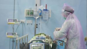"""เผยภาพคณะแพทย์ฯ มข.ดูแลผู้ป่วยโควิด-19 พร้อมโพสต์ซึ้ง """"เราจะกลับมากอดกันอีกครั้ง หลังวิกฤตผ่านพ้น"""""""