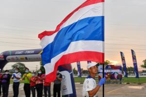 วิ่งธงไตรรงค์ถึงกำแพงเพชร คุมเข้มโควิด-19 ใช้มาร์แชลทำหน้าที่แทนนักวิ่ง ผ่าน 2,434 กม.