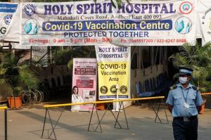 พุ่งไม่หยุด! 'อินเดีย' ติดเชื้อวันเดียว 3.86 แสน-ตายเกือบ 3.5 พัน ปิดศูนย์ฉีดวัคซีนมุมไบ