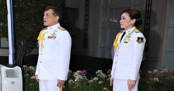 ในหลวง-พระราชินี พระราชทานพระราชทรัพย์ส่วนพระองค์ จัดซื้ออุปกรณ์การผลิตกายอุปกรณ์แก่ รพ.พระมงกุฏเกล้า