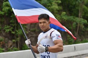 วิ่งผลัดธงชาติไทยวันที่ 36 ถึงลำพูน นักกีฬาเรือคายัคร่วมวิ่ง เข้าสู่ระยะทาง 2,769 กม.