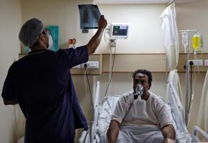 UK ส่งเครื่องช่วยหายใจช่วยอินเดียเพิ่มอีก 1 พันตัว แต่ไม่เหลือวัคซีนโควิดมอบให้