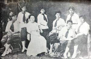 """""""Girl Scouts"""" เนตรนารีของสตรีวังหลัง ใน พ.ศ.๒๔๕๗"""