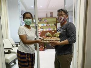ร.ร.เลี้ยงไก่ไข่เพื่ออาหารกลางวันนักเรียน สร้างความมั่นคงทางอาหาร คลังเสบียงหนุนชุมชนฝ่าโควิด-19