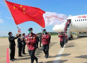 """""""จีน-เวียดนาม"""" ระดมทีมแพทย์ช่วยลาว หลังผู้ป่วยโควิดพุ่งทะลุ 1 พันคนใน 2 สัปดาห์"""