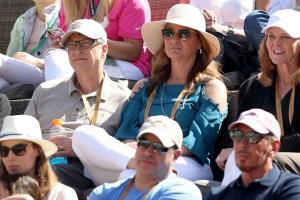 (ภาพจากแฟ้มถ่ายเมื่อ 15 มี.ค. 2019) บิลล์ และ เมลินดา เกตส์ ไปชมการแข่งขันเทนนิส ที่สนามอินเดียน เวลส์ เทนนิส การ์เดน ในเมืองอินเดียน เวลส์ รัฐแคลิฟอร์เนีย สหรัฐฯ