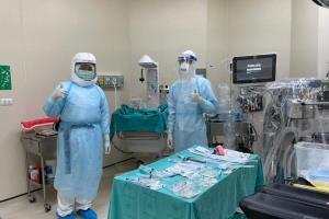 หมอไทยเก่ง! ทีมแพทย์ รพ.สุรินทร์ ผ่าตัดคลอดฉุกเฉินเคสผู้ป่วยโควิด-19 รายแรก ปลอดภัยทั้งแม่และลูก
