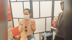 """สาวไทยในสหรัฐฯ แชร์ประสบการณ์ฉีดวัคซีนโควิด-19 """"ไฟเซอร์"""" ขั้นตอนไม่ยุ่งยาก"""