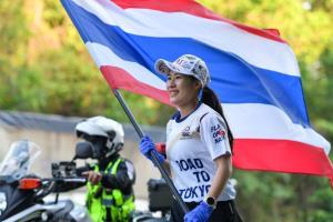 """วิ่งธงชาติไทยวันที่ 39 ผ่าน 22 จังหวัด 2,966 กม. """"ปอป้อ""""  ชี้เป็นแรงกระตุ้นในการบินทำศึกโอลิมปิก"""