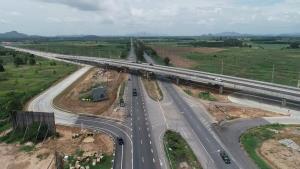 สะพานต่างระดับหัวหินข้ามทางหลวง 37 คืบ 95% เปิดใช้ พ.ค. 64 นี้ ช่วยลดอุบัติเหตุทางแยก