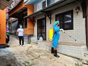 ชุมชนบ้านอีต่องปิดหมู่บ้านห้ามเข้าออกแล้ว 100% หลังพบติดเชื้อโควิด-19 เพิ่มอีก 6 ราย
