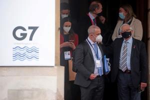 บรรดารัฐมนตรีต่างประเทศกลุ่ม จี7 และผู้ได้รับเชิญคนอื่นๆ ทยอยออกมาจากสถานที่ประชุมในกรุงลอนดอนวันพุธ (5 พ.ค.) ภายหลังเสร็จสิ้นการหารืออย่างเป็นทางการเป็นเวลา 2 วัน