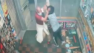 ภาพช็อก!2หญิงชราเอเชียถูกคนร้ายใช้อิฐทุบหัวไม่ปราณีในร้านค้าสหรัฐฯ(ชมคลิป)