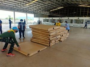 กลุ่มแรงงานพม่านับ 100 ทยอยเข้ากักตัวในโรงงานสับปะรด