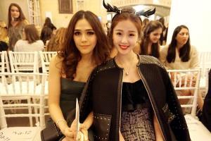 ภาพถ่ายคู่ของ 'อวี๋ซูซิน' และซุปตาร์สาวเจ้าแม่แฟชั่นแห่งวงการบันเทิงไทยอย่าง
