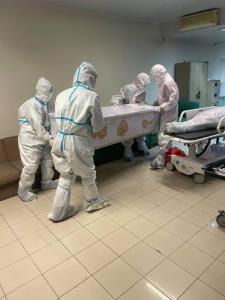 หนุ่มกู้ภัยโอด! ทำงานจัดการศพผู้ป่วยโควิดด้วยใจ กลับถูกมองด้วยสายตารังเกียจ