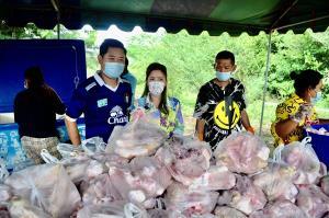 ชาวนครปฐมรวมพลังช่วยระดมทุนจัดซื้อเนื้อหมูแจกชาวบ้านในสถานการณ์โควิด-19 ระบาดระลอก 3