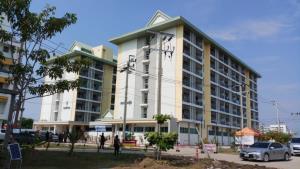 """""""เอนก"""" ตรวจเยี่ยม มรภ.ธนบุรี สมุทรปราการ ชม รพ.สนาม แห่งใหม่ จากหอพักนักศึกษาสู่หอผู้ป่วยเฉพาะกิจโควิด-19"""