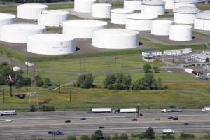 คลังน้ำมันของบริษัทโคโลเนียล ไปป์ไลน์ ในเมืองลินเดน รัฐนิวเจอร์ซีย์ สหรัฐฯ (ภาพจากแฟ้มถ่ายเมื่อ 8 ก.ย. 2008)