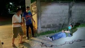 รวบทันควัน! พ่อเฒ่าวัย 70 กว่ามือฆ่าฟันคอหนุ่มเพื่อนบ้านขี้เมาดับคาถนน