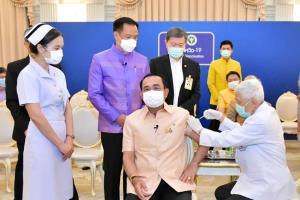 """""""บิ๊กตู่"""" ดันวัคซีนวาระแห่งชาติ ขอให้ฉีดชาติไปต่อ ทั่วโลกยันมีประสิทธิภาพ ชูไทยศูนย์กลางผลิตอาเซียน"""