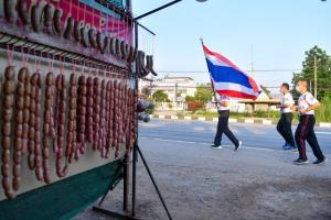 """วิ่งธงชาติไทยวันที่ 48 เข้าเขตโคราช """"พาณิภัค"""" รับปากสู้เต็มที่เพื่อแฟนกีฬาไทย"""
